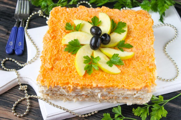Закусочный торт из вафельных коржей с селедкой
