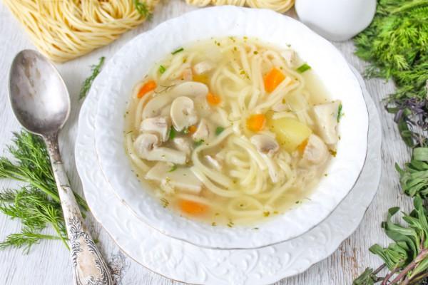 Грибной суп с лапшей и картошкой