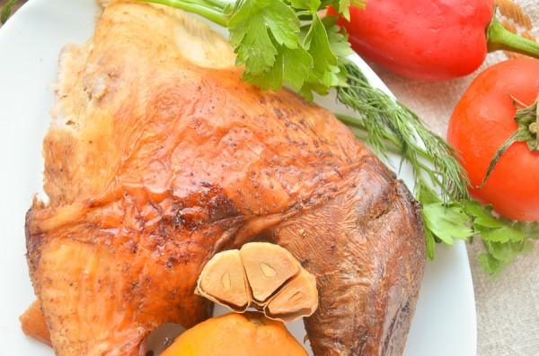Индейка с апельсинами и чесноком в духовке