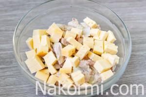 salat-s-kuricej-ananasami-i-gribami4
