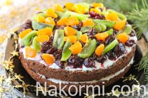 shokoladnyj-tort-so-smetannym-kremom-i-fruktami11