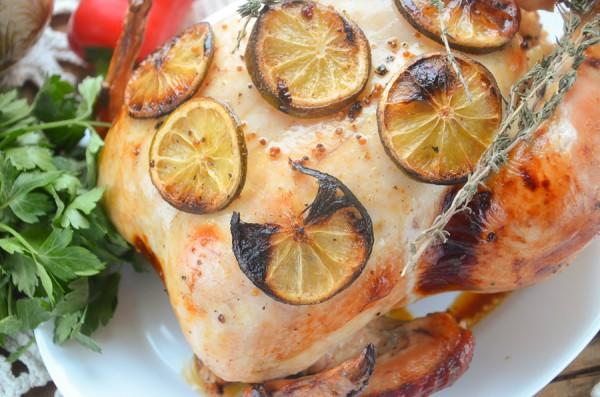 Курица, запеченная целиком с лаймом и медом