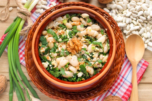 Салат из фасоли с грецкими орехами