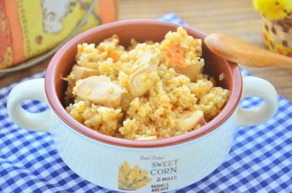 Каша Артек с курицей в сковороде