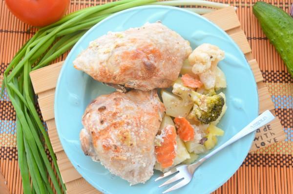 Курица в сметане с овощами в духовке