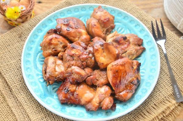 Курица, жаренная в винно-соевом маринаде