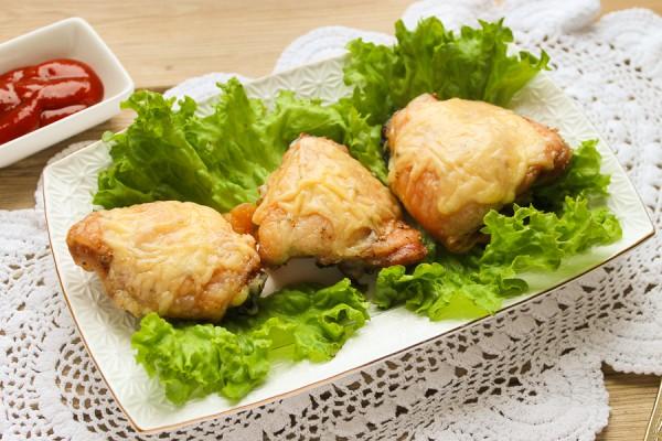 Куриные бедра под сыром в духовке