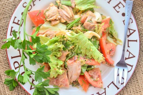 Салат с курицей и черемшой