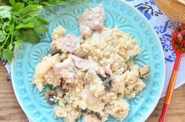 Ячневая каша с курицей и грибами в горшочках