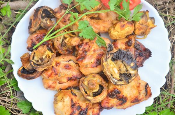 Куриный шашлык в кефире с грибами