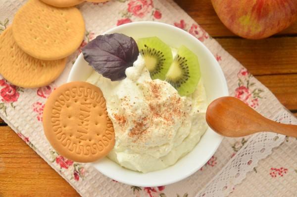 Творожный десерт с киви и медом