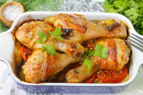 Куриные голени, запеченные в соевом соусе с овощами
