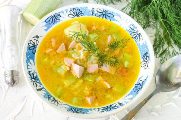 Овощной суп с сардельками и рисом