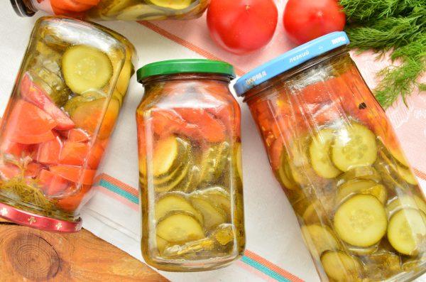 Салат с помидорами, огурцами и кинзой на зиму