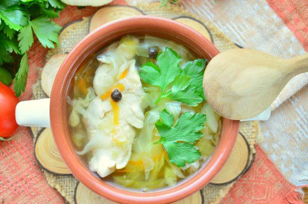 Суп с капустой на курином бульоне