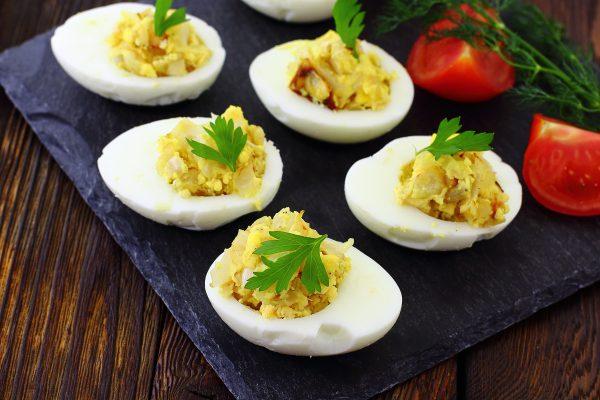 Яйца, фаршированные луком и желтком