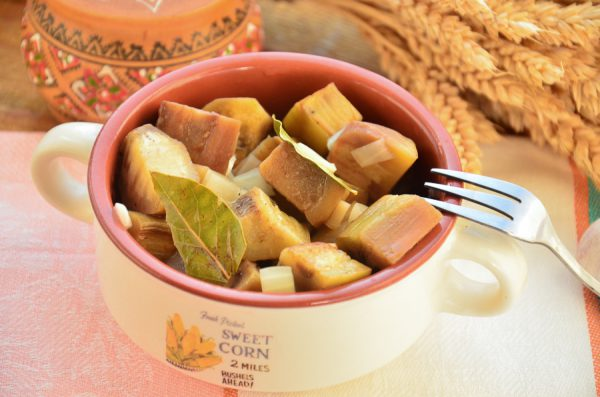 Закуска из баклажанов с луком и чесноком