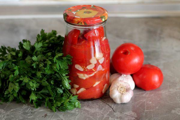 Салат из помидоров с чесноком на зиму