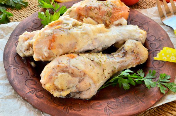 Куриные голени, запеченные под соусом бешамель