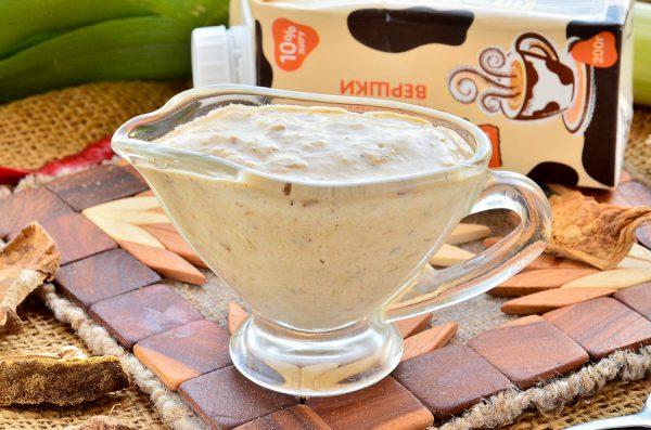Сливочный соус с белыми грибами и луком-пореем