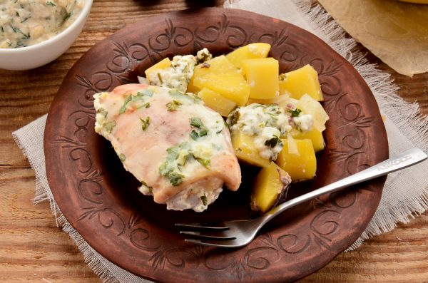 Курица с картошкой в сметанном соусе