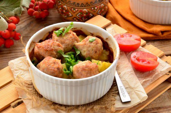 Куриные фрикадельки с картофелем