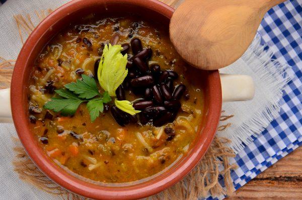 Постный суп с овощами и черной фасолью