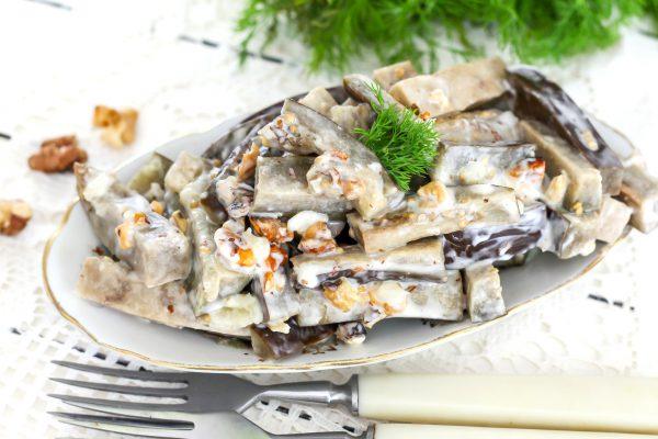 Салат из баклажанов с грецкими орехами