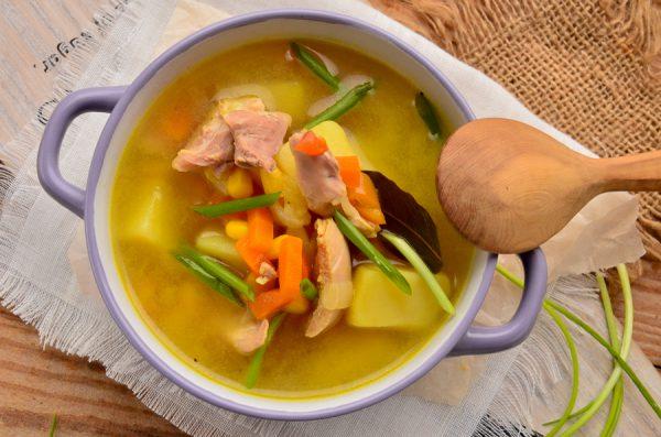 Суп с кукурузой, сельдереем и курицей
