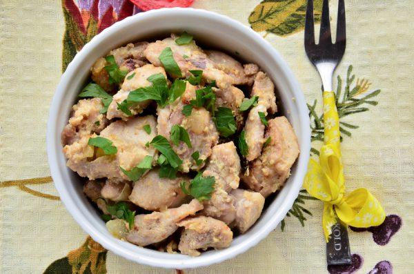 Жаркое с курицей и белыми грибами