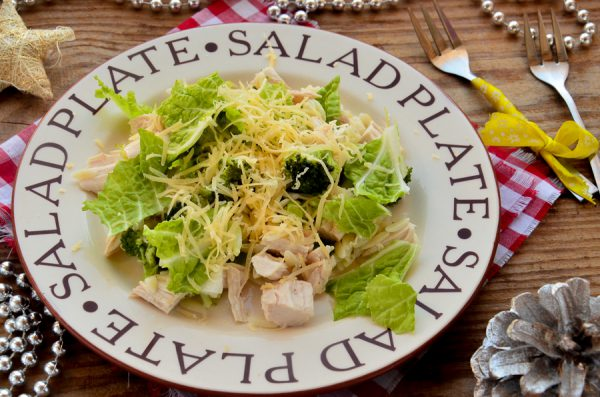 Салат с пастой орзо, курицей и брокколи