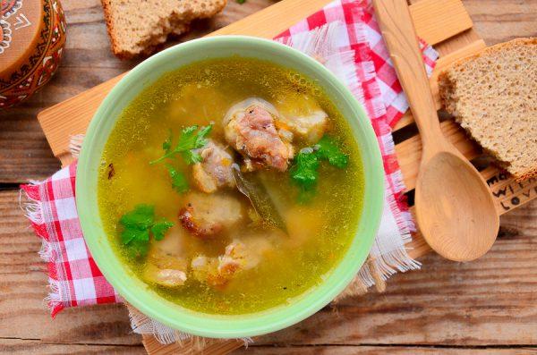 Суп из свиного шашлыка на курином бульоне