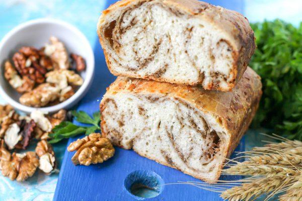 Сырный хлеб с орехами