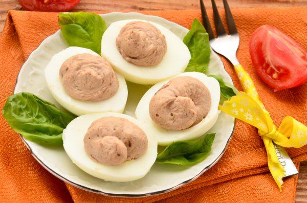 Яйца, фаршированные куриной печенью