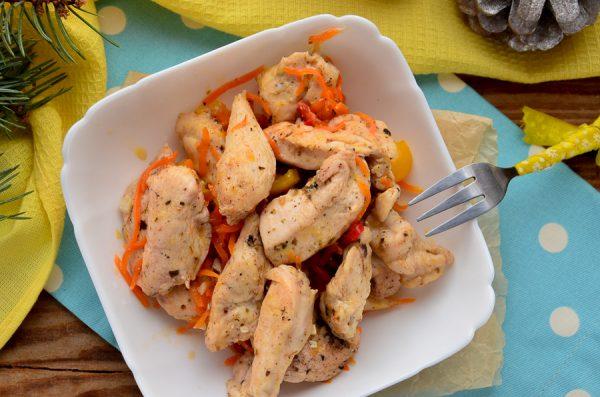 Куриное филе с корицей, сладким перцем и морковью