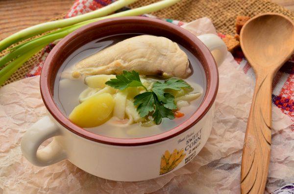 Овощной суп с курицей и лапшой