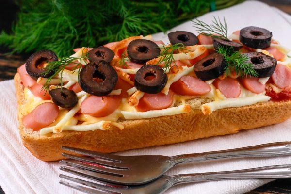 Пицца на белом хлебе