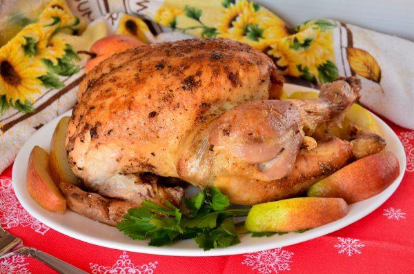 Курица, фаршированная грушей, в духовке