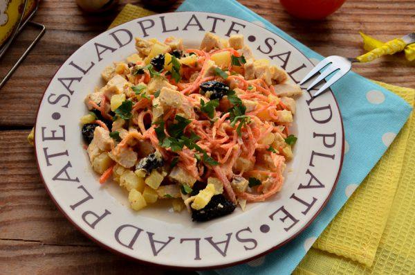 Салат с курицей, черносливом и морковью по-корейски