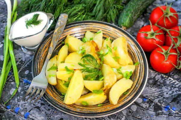 Картофель с чесноком и майонезом в духовке