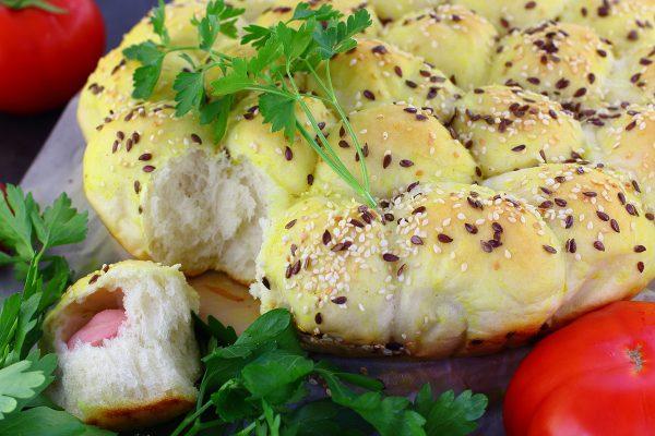 Пирог с сосисками на дрожжевом тесте