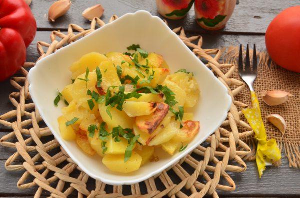 Картошка по-деревенски с салом в духовке