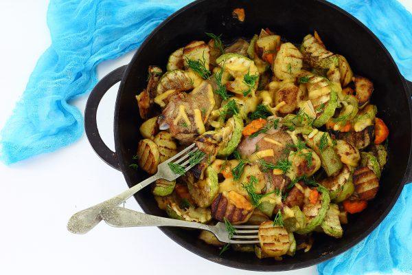 Курица с картошкой и кабачками в духовке