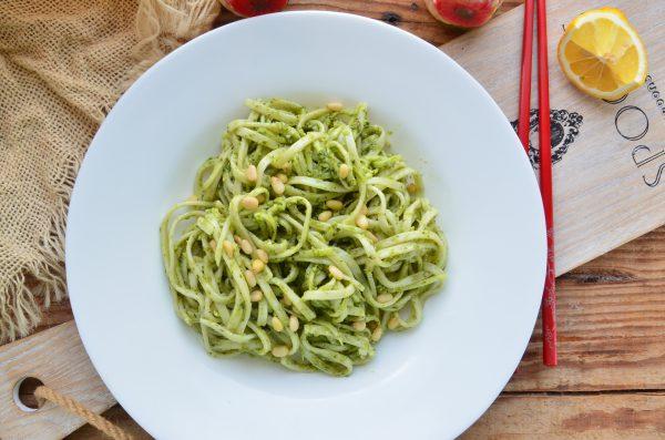 Лапша с кабачком и шпинатом