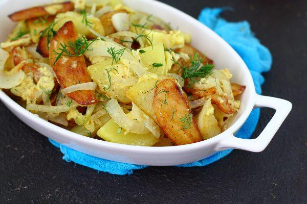 Картошка, жаренная с яйцом