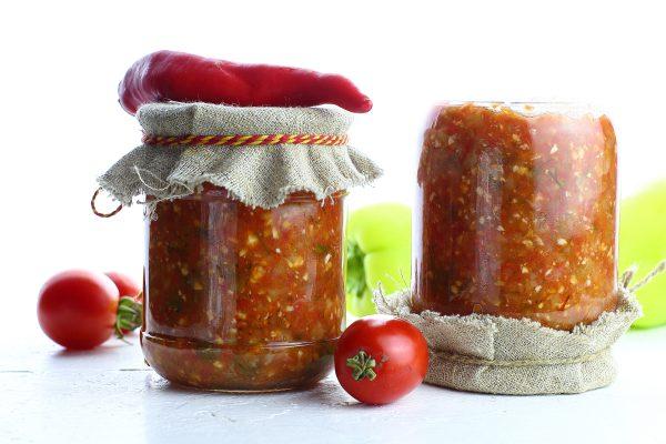 Аджика из помидоров и чеснока с варкой на зиму