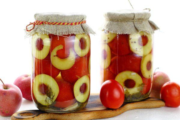 Помидоры, маринованные с яблоками на зиму