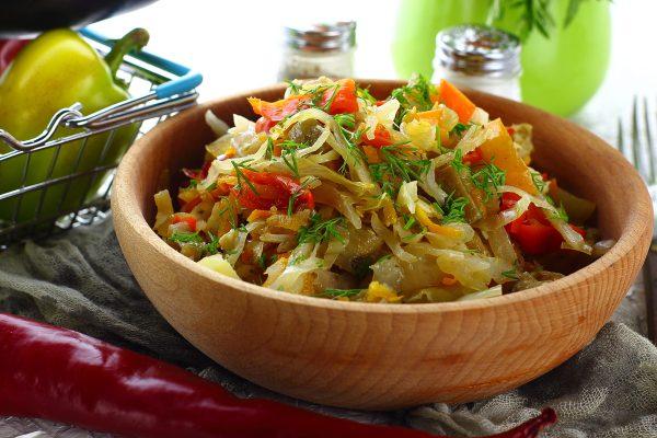 Капуста с овощами в рукаве в духовке