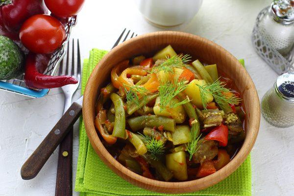 Овощное рагу со стручковой фасолью