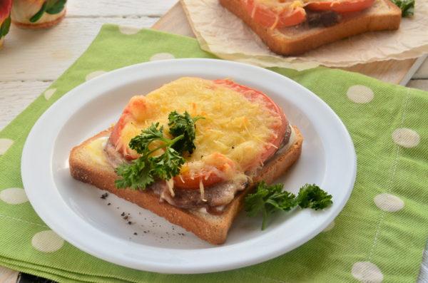 Горячие бутерброды с языком и помидорами